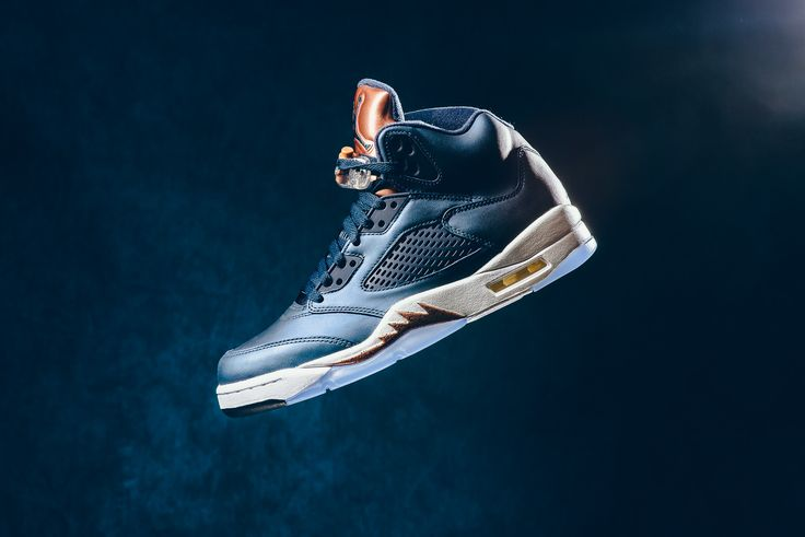 The Air Jordan 5 'Bronze' is the final Olympic themed colourway that released this season. The Air Jordan 5 takes inspiration from the b...