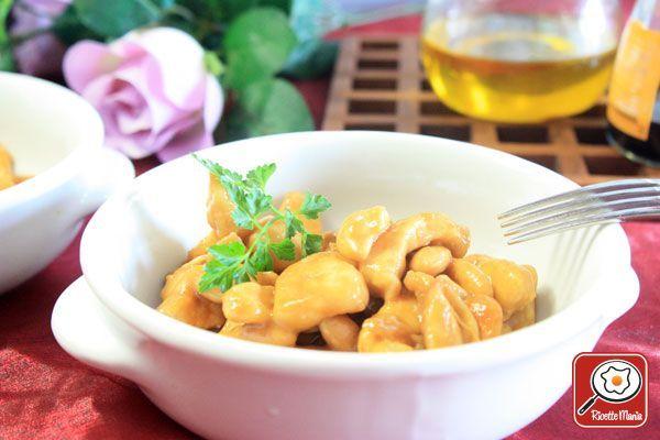 POLLO ALLE MANDORLE    http://www.ricettemania.it/ricetta-pollo-alle-mandorle-6046.html