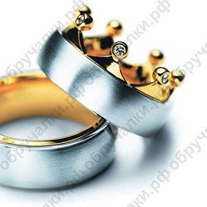 Матовые необычные обручальные кольца из комбинированного золота в виде короны с бриллиантами на заказ
