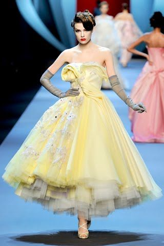 Dior couture Dior Spring, Runway Fashion, Spring Couture, Christiandior, Christian Dior, Spring Summer, Dior Couture, Lemon Yellow, Haute Couture