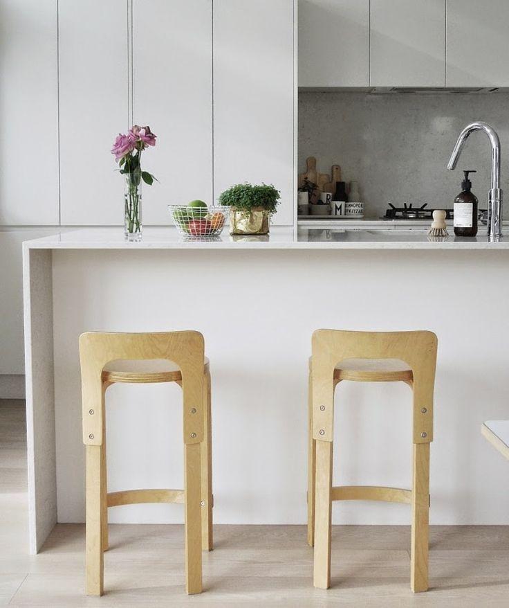 isla cocina sillas altas madera