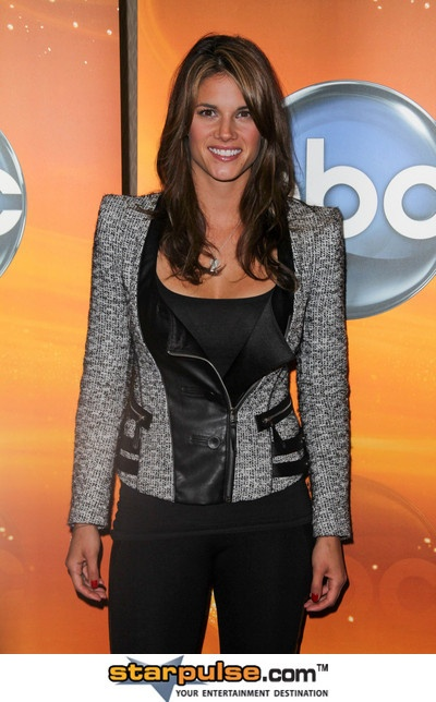 how long has missy peregrym and zachary levi been dating There's no word on exactly how long levi and peregrym have been dating and there are very few pictures of the actor and actress together, probably because secret agents are by nature very good at.