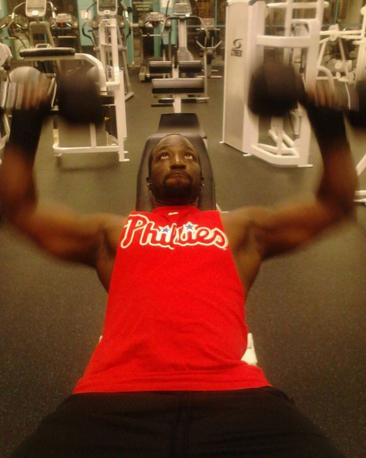 #tbt pics from 2012 living in Tampa. Sheesh! I really need to get my weight back. I need a CHEF in my life to workout with and cook together  . . #muscleandfitnesscom #gymrat #motivational #fitbody #godisgood #philly #neverstop #nevergiveup #sixers #eaglesnation # #fightingphillies #flyers #traintobefit  #avonbyshari #cotashacateringinc #buildingthebody #inspiration #beautifullygifted36 #instafitnessphilly #travelingpersonaltrainer #delaware #jersey #fitnessbyphoenixinc #phillygram…