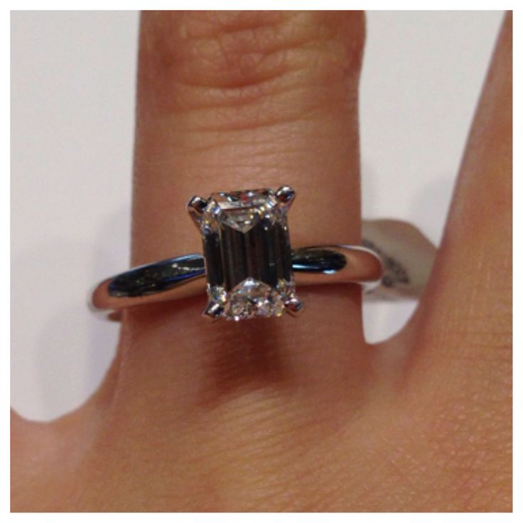 14kt white emerald cut solitaire TW 1.29ct