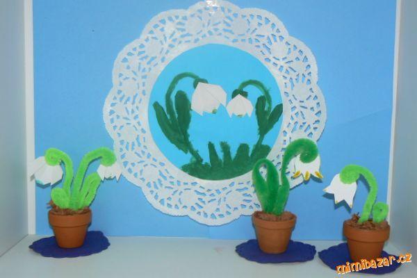 sněženky a bledule na papíře i v květináči