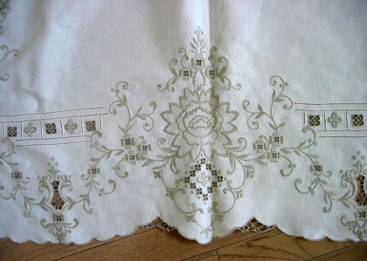 Vtg Hand Embroidered Linen Table Cloth Cutwork Madeira Style & 12 Napkins