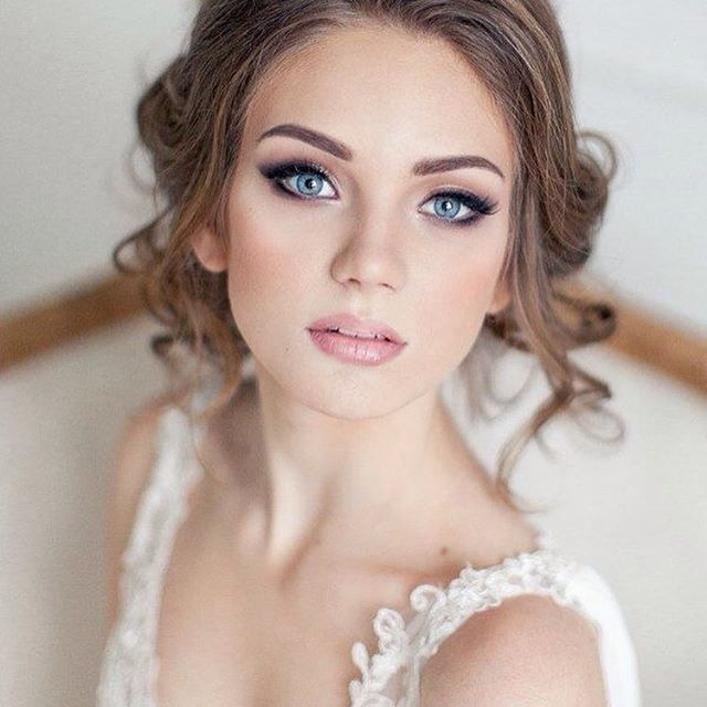 Piękny makijaż...  #elstile #bride #bridal #wedding #bridalstyle #weddingdress #hairstyle #ślub #makeup #jewelry #beauty #noviablanca #inspiration #lacedress #stunning #romantic #slubnaglowie #morningbeauty #makijaż