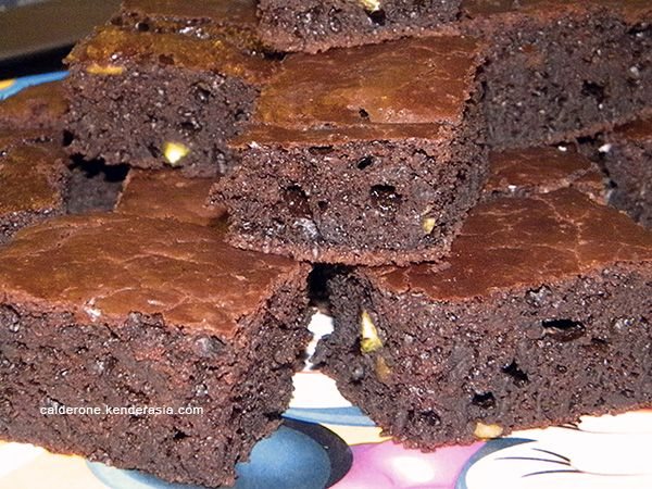 Brownies cioccolato fondente e pistacchi - Calderone in Kenderasia
