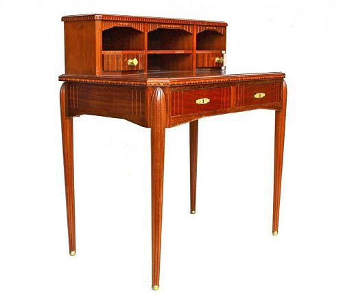 Небольшой антикварный письменный стол в стиле Арт-деко. art deco | antique furniture | table available at www.bersoantik.com