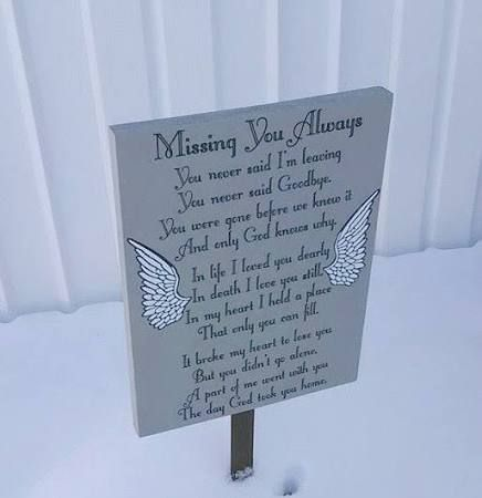 Grave decorations google search pinteres for Grave decorations ideas