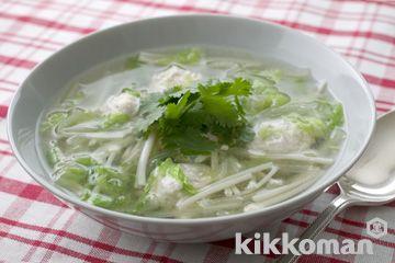 ナンプラーとコリアンダーで香りを楽しむ♡タイ風白菜スープのレシピ♪