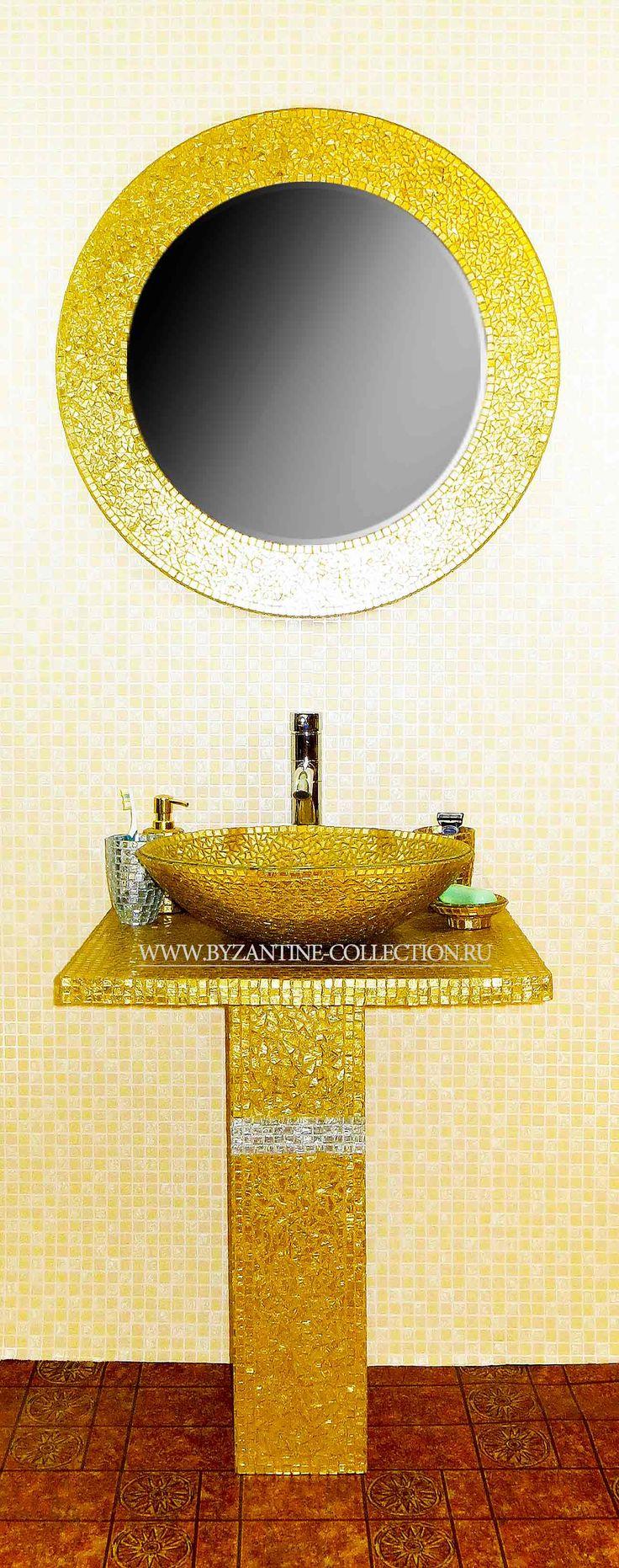 """Комплект мебели для ванной из золотой смальты """"Золото Византии"""": зеркало, постамент для раковины-чаши, раковина-чаша и аксессуары для ванной"""