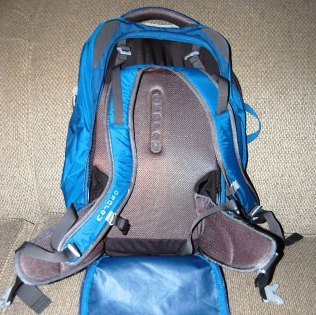 Osprey farpoint 40 review. small-travel-backpack-osprey-farpoint-40-straps