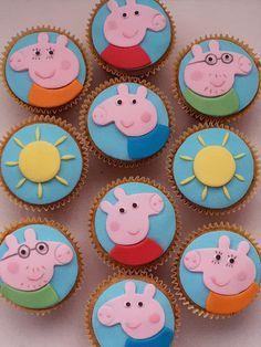Cupcakes de Banana com recheio de Brigadeiro, Festa Peppa Pig   por Elaine Russo - Delizie! Arte com Açúcar