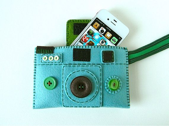 """omg a felt """"camera"""" case for phone or camera...love. this!"""