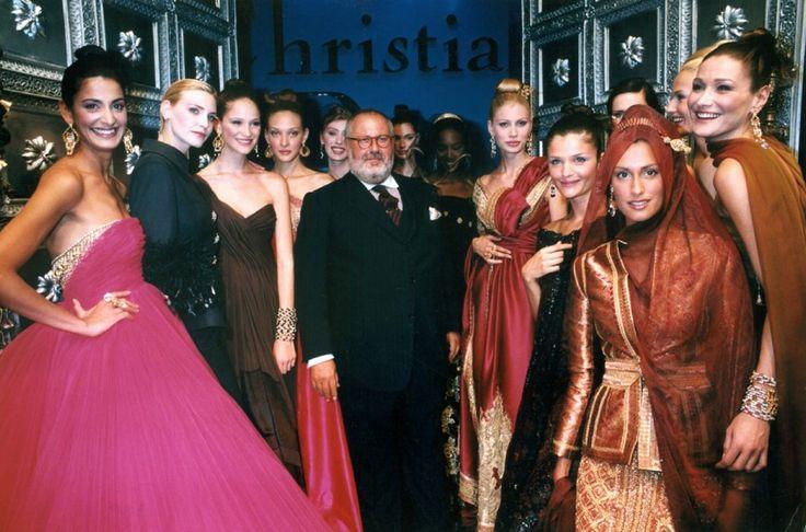 1996 - Gianfranco Ferré al finale dell'ultima sfilata di Dior Couture