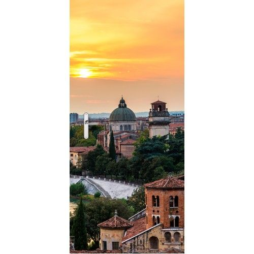 Deursticker Verona | Een deursticker is precies wat zo'n saaie deur nodig heeft! YouPri biedt deurstickers zowel mat als glanzend aan en ze zijn allemaal weerbestendig! Verkrijgbaar in verschillende afmetingen.   #deurstickers #deursticker #sticker #stickers #interieur #interieurprint #interieurdesign #foto #afbeelding #design #diy #weerbestendig #italie #italiaans #verona #stad #reis
