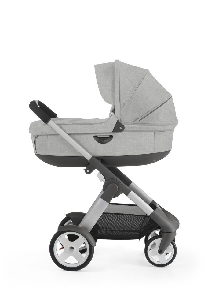 Stokke® Crusi™ with Stokke® Stroller Carry Cot Grey Melange.