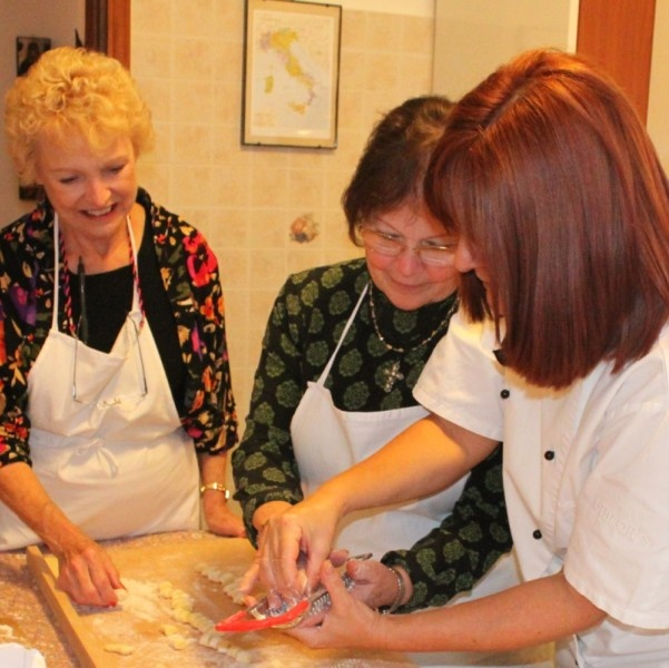 Cooking classes in Italy for English-speaking travelers. The Chef owner is Mama Isa: she offers more than 15 different cooking classes near Venice