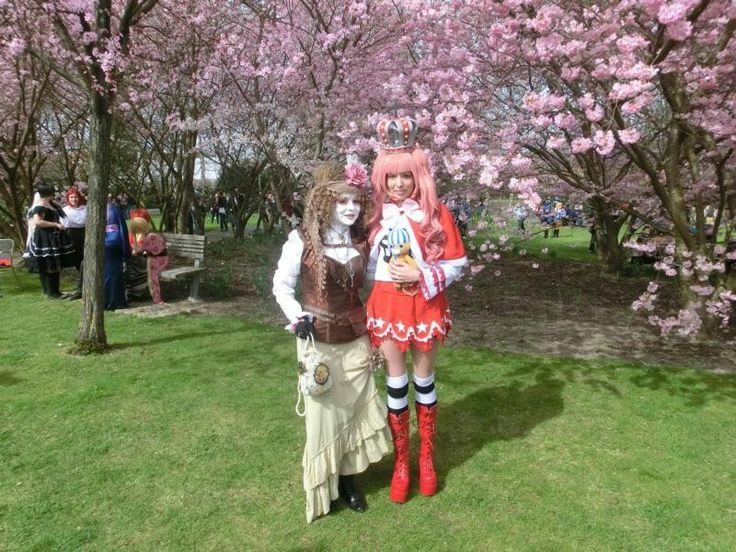 Every year in April we have Hanami (german: Kirschblütenfest) in different locations in Berlin, f.e. you can go to the Hanami and Cosplay event in Gärten der Welt in Berlin Marzahn-Hellersdorf, Eisenacher Str. 99, 12685 Berlin