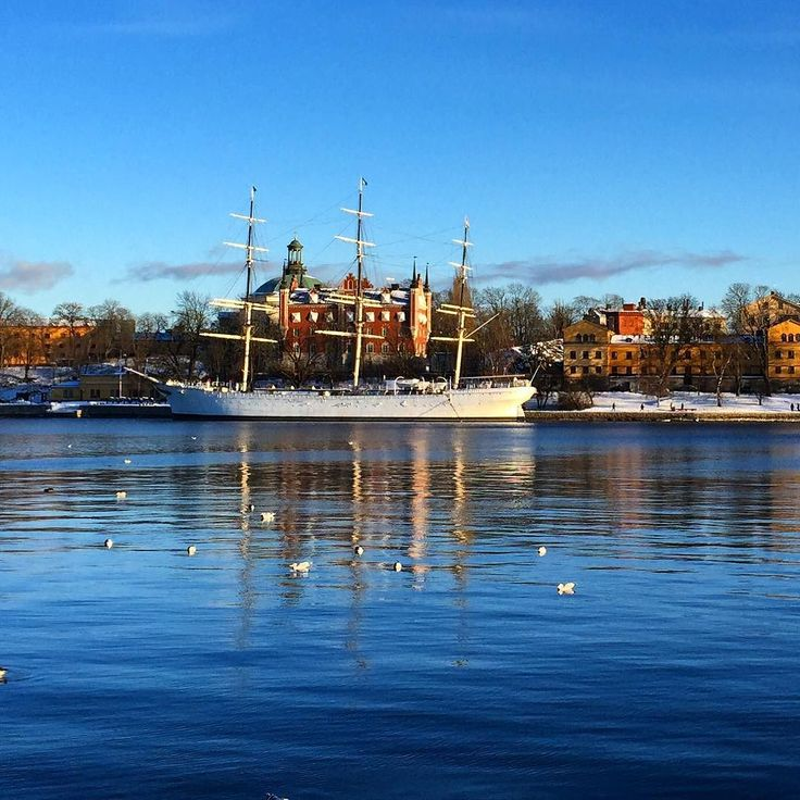 Voilier transformé en auberge de jeunesse. Sailboat converted into a youth hostel. #sailboat #youthhostel #stockholm #Sweden by nathou74