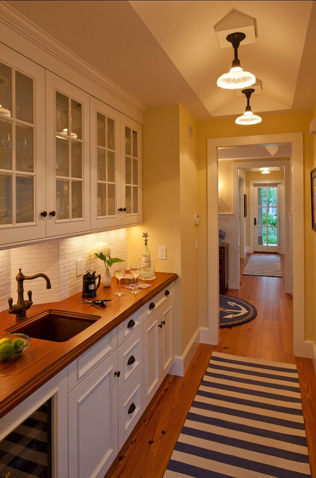 Butler's Pantry. This Butler's Pantry is just perfect! #ButlersPantry #Design #Interiors