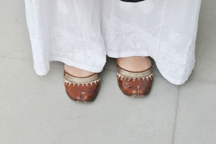 Brown Mojaris or juttis or jootis. Perfect for Indian Ethnic wears. Read for more.