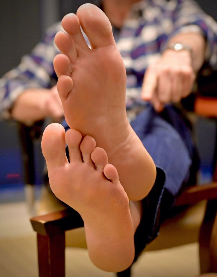 Lick my feet | Pies masculinos, Pies hombre, Pies