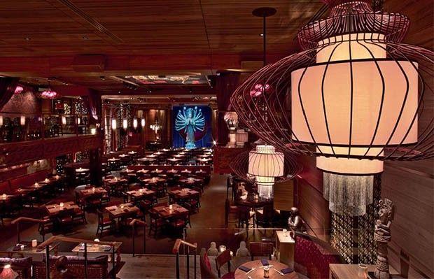 """livro david rockwell 7 (Foto: divulgação)Atmosfera teatral e escala monumental (2 mil m2) marcam o restaurante asiático TAO Downtown, também na Big Apple. """"Restaurantes são capazes de criar memórias poderosas e duradoras, da mesma forma que a experiência do teatro"""", afirma Rockwell"""