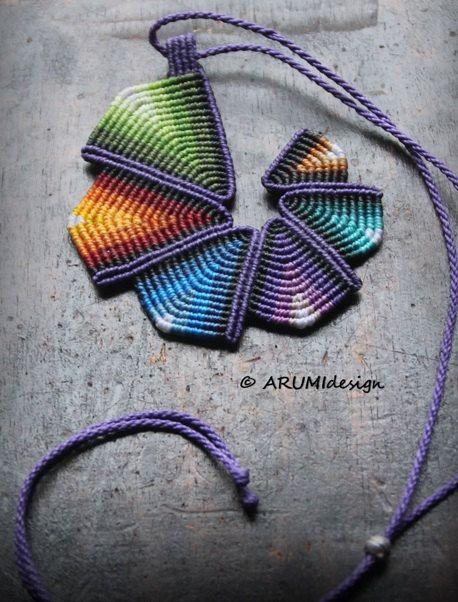Collar Cavandoli macramé declaración PURPLE RAINBOW espiral, colgante de fibra geométrico, hecho a mano