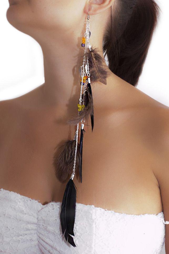 Longue boucle d'oreille solo unique en plumes marron et noir. : Boucles d'oreille par les-bijoux-de-petiteauguai