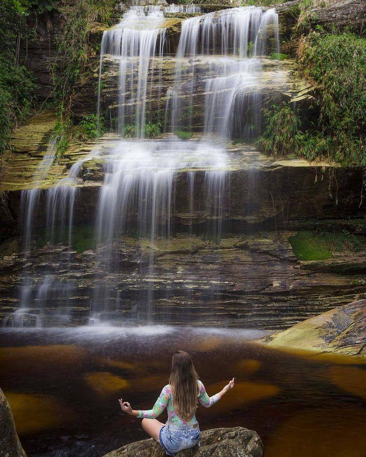 """""""Parte baixa da Cachoeira Janela do Céu, povoado de Moreiras, Santa Rita do Ibitipoca - MG.  Na foto: @maripaiva_rj.  Clique por: @freirerj.  Colabore com…"""""""