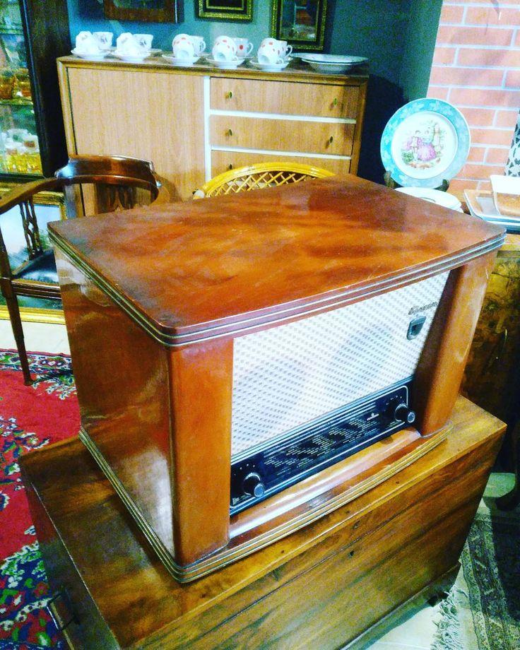 Pikapli radyo.#retro #antique #abajur #antikacı #antika #ikincielmobilya #istanbul #uskudar #kadikoy #kadın #kuzguncuk #nisantasi #nostalji #vintage #porselenfincantakımı #porselen #radyo #plak #pikap #dekor #dekorasyon #eskici #evdekorasyonu http://turkrazzi.com/ipost/1517436359681727676/?code=BUPBFRUF1y8