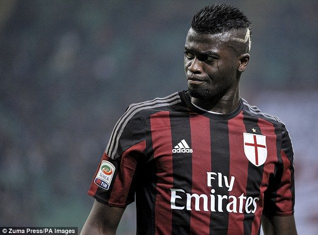 AC Milan striker M'Baye Niang has travelled to London this morning for talks with Watford