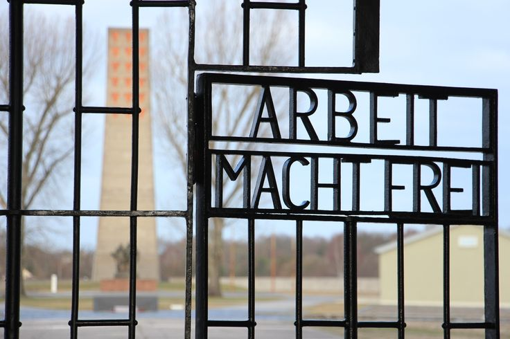 A apenas uma hora de comboio de Berlim, Sachsenhausen foi um campo de concentração nazi e soviético e visitá-lo é uma lição de História.