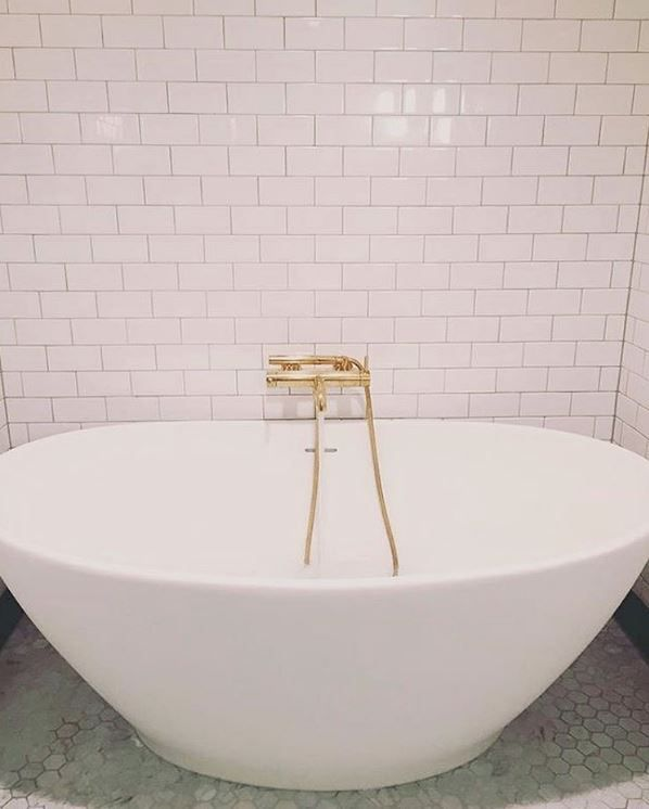 Beautiful The Best Bathroom Design Includes A Large Soaking Tub, Gold Or Brass  Fixtures, And