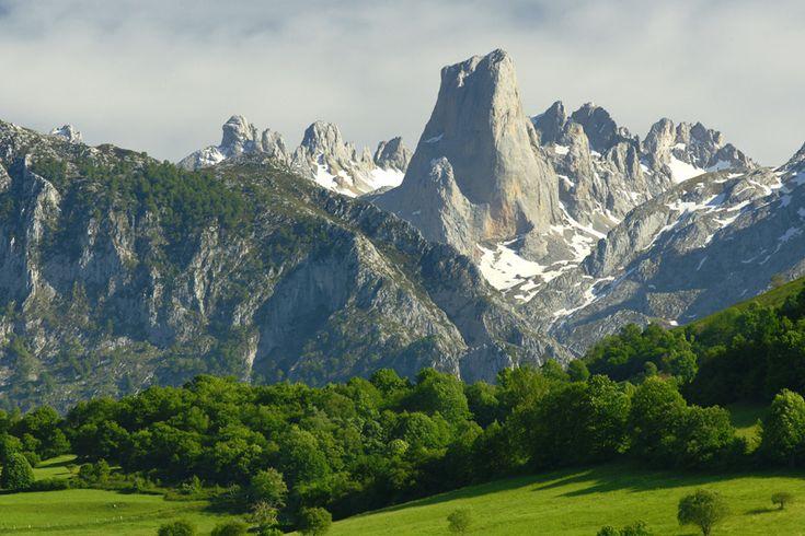 Picos De Europa Spain | Part of the Picos de Europa, a mountain range that runs through ...