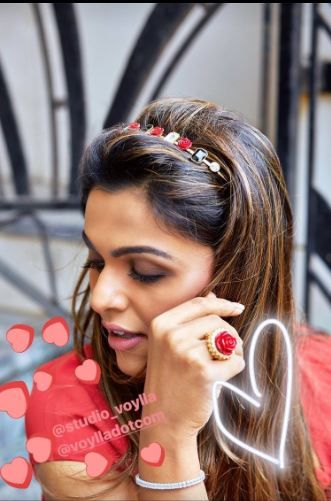 This fashion blogger surely knows how to wear the roses right! 🌹🌹 Flower-power your love like the gorgeous Tina with our Rouge collection.  Explore the collection here: https://goo.gl/rocw9b . #valentineweek #valentine #jewelry #studiovoylla #handcrafted #blogger#fashionblogger #mumbai #fashion #potd #fashiondiaries #fashiongirl