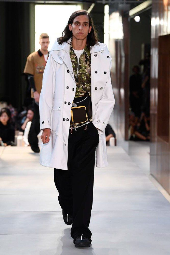 da77e4dbfc368f Burberry Spring-Summer 2019 Runway Show in 2018   Mens Wear 18 ...