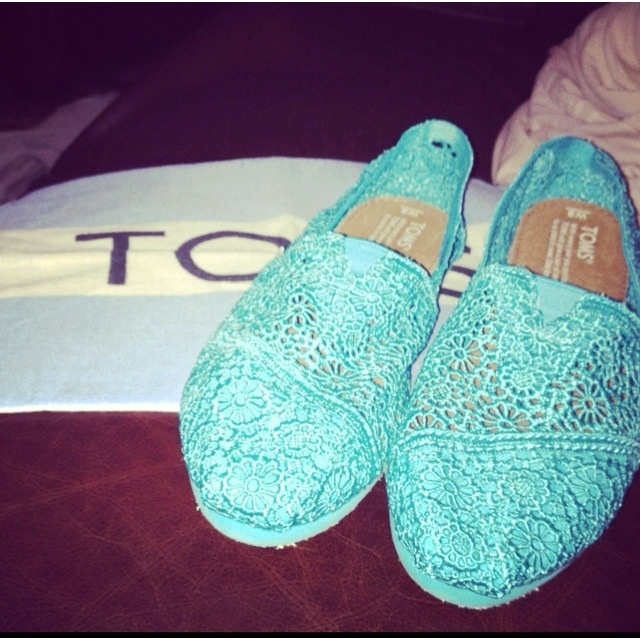 Lace Tiffany blue toms! I want <3