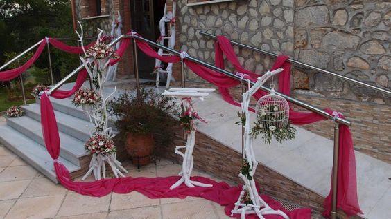 εξωτερικός στολισμός γάμου με βάσεις από θαλασσόξυλα..Δεξίωση   Στολισμός Γάμου   Στολισμός Εκκλησίας   Διακόσμηση Βάπτισης   Στολισμός Βάπτισης   Γάμος σε Νησί & Παραλία.