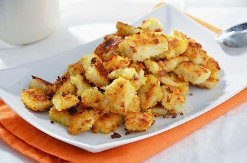 La ricetta dei bocconcini di pollo al forno è facile, veloce e davvero squisita. I bocconcini di pollo al forno sono un secondo piatto super sfizioso grazie alla ricca panatura di pane e parmigiano.