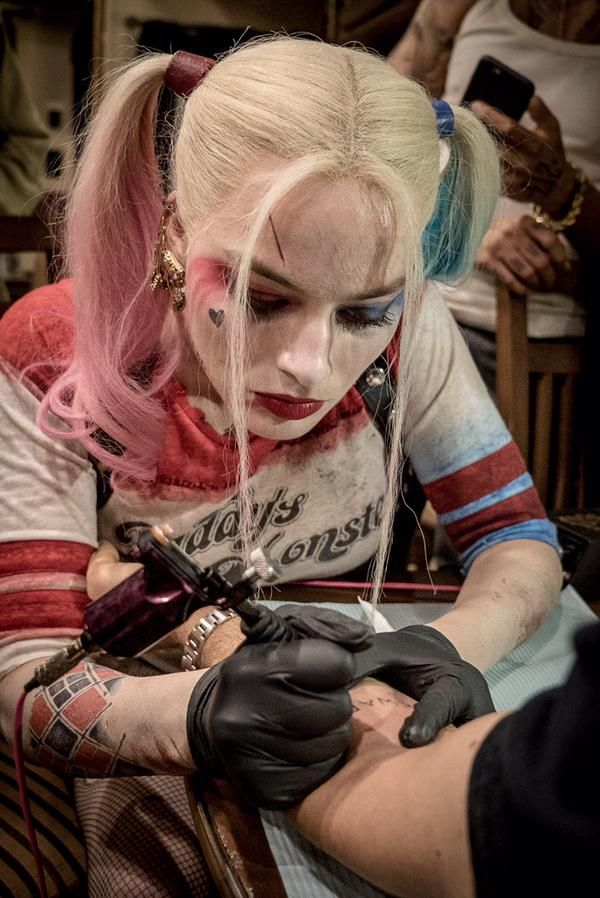 Harley Quinn (Margot Robbie) tattooing co-stars on the set of Suicide Squad http://troublewithfilm.com/jungle-cruisin-squad-spoilin-the-week-in-review/
