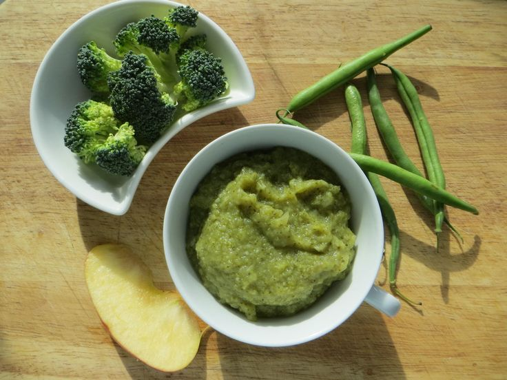 Brokolice a zelené fazolky s jablkem