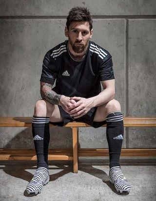 Los polémicos botines que usará Lionel Messi en la final de la Copa del Rey - Infobae