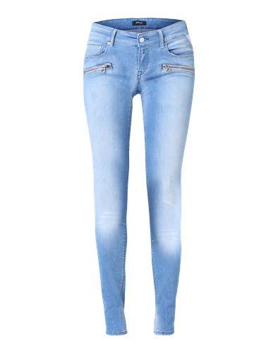 #REPLAY #Damen #Brigidot #Slim #Jeans #blau Diese Röhre von Replay sollte in keinem gut sortierten Kleiderschrank fehlen. Die schmal geschnittene Jeans passt sich dank des Stretch-Anteils und ihrer robusten Qualität perfekt an die Haut an. Mit engem Print-Shirt oder Longbluse, High Heels und interessanten Accessoires gelingen sexy Outfits wie von selbst. Die ´Brigidot´ im Bikerstyle von Replay ist ein Must-Have für jede moderne Frau.
