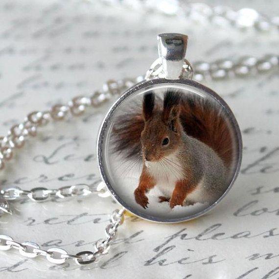 Winter Eichhörnchen Halskette Eichhörnchen von WhiteLilyPendants