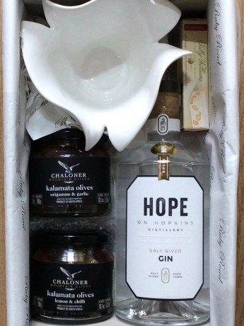 Ruby Road Emergency Gin Box - https://www.rubyroadafrica.com/shop-online/someone-special/shop-luxury-gifts-online-for-him/ruby-road-emergency-gin-box-chaloner-gift-detail
