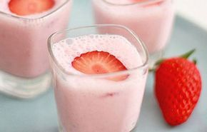 10 χυμοί για αδυνάτισμα, αποτοξίνωση, κάψιμο λίπους & super υγεία! Θες ενέργεια; Eπίλεξε ginger. Θες να αδυνατίσεις; Βάλε φράουλες. Θες ωραίο δέρμα; Προτίμησε ανανά. Για ό,τι θες, υπάρχει ο χυμός σου  Smoothie για μετά τη γυμναστική: 1/2 φλιτζάνι φράουλες, μισή μπανάνα, 1/2 φλιτζάνι γιαούρτι, 3 κ.σ. σκόνη πρωτείνης. Είναι πλούσιο σε πρωτείνη, άρα ιδανικό...