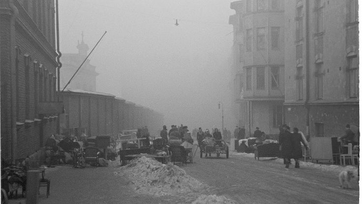 Helsingin suurpommituksissa 7. helmikuuta 1944 myös Katajanokan vankila sai osumia. Viiden vangin pakoon liittyvässä oikeusjutussa kuvataan ...